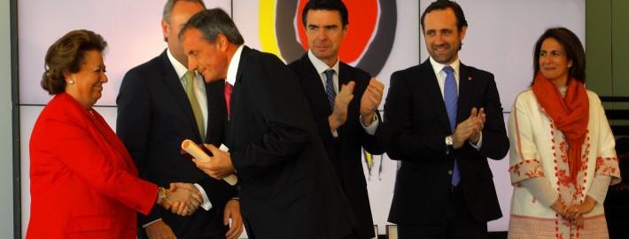 Díaz-Montañés recibe la Medalla al Mérito Turístico