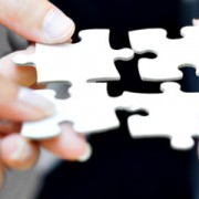 business-people-mit-puzzle